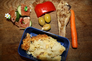 Serano ham, cucumber, bell pepper, olives with almonds, chicken, raw carrot, and cauliflour gratin from yesterday´s dinner